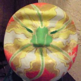 花変化(はなへんげ)-グロリオーサだるま- |  だるまに着彩 (岩絵の具、にかわ)  約 20 x 20 x 20 cm  2009  ~Gloriosanize Daruma~  colored on Daruma( powdered rock pigment,nikawa)