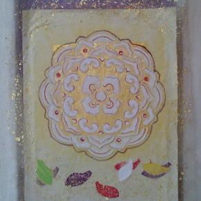 宝相華紋-天平の花- / Auspicious flower crest |  土佐麻紙 麻布紙 絹布 金箔 顔料 胡粉 にかわ  33.3 x 24.2 cm  2009  handmade papers , silk , gold leaf , pigments , glue( gelatin )